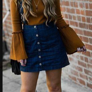 3/25$ NWT Button down denim skirt